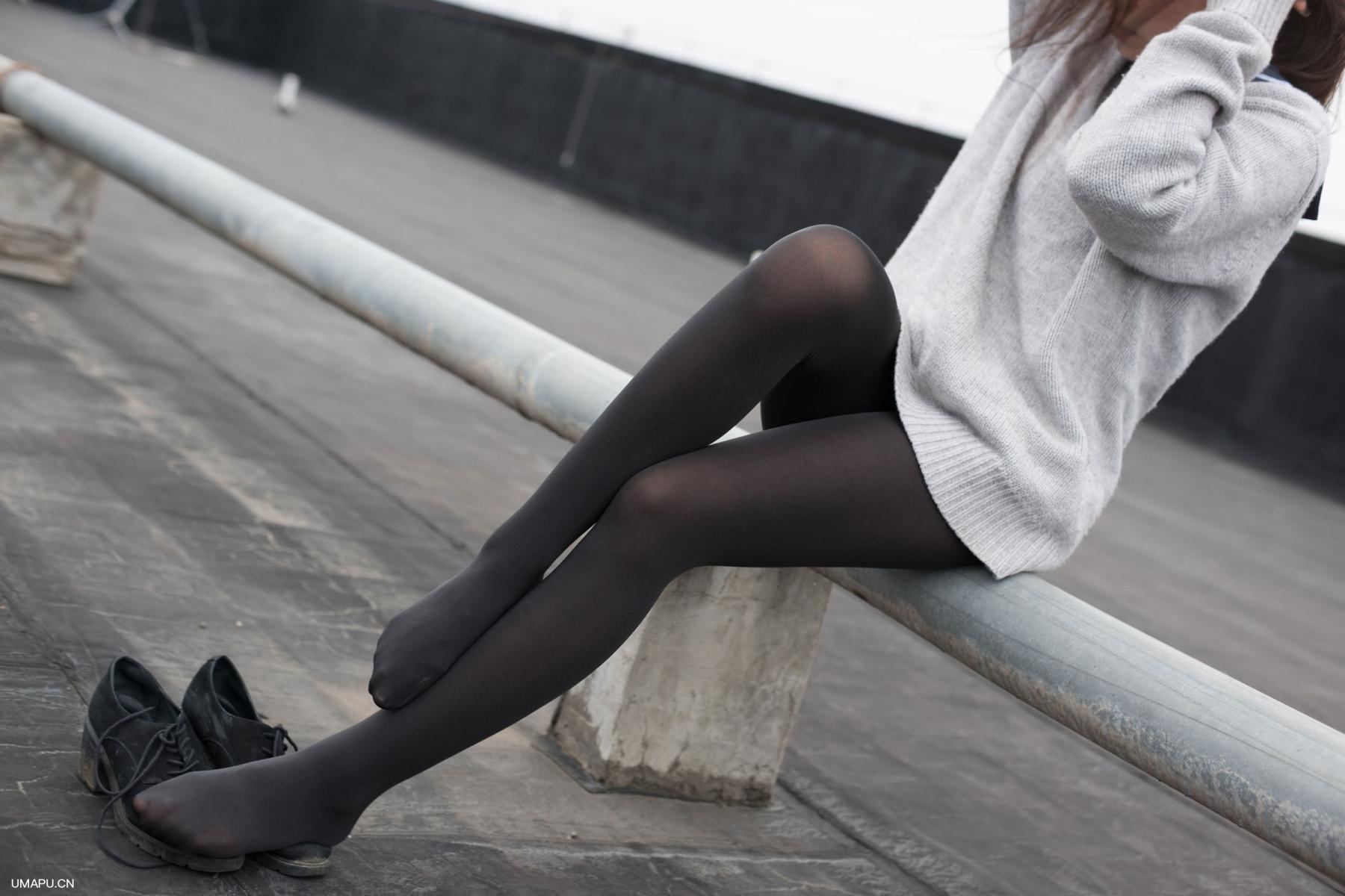 [森萝财团] BETA-007 楼梯间的黑丝小妹 萝莉丝袜写真套图