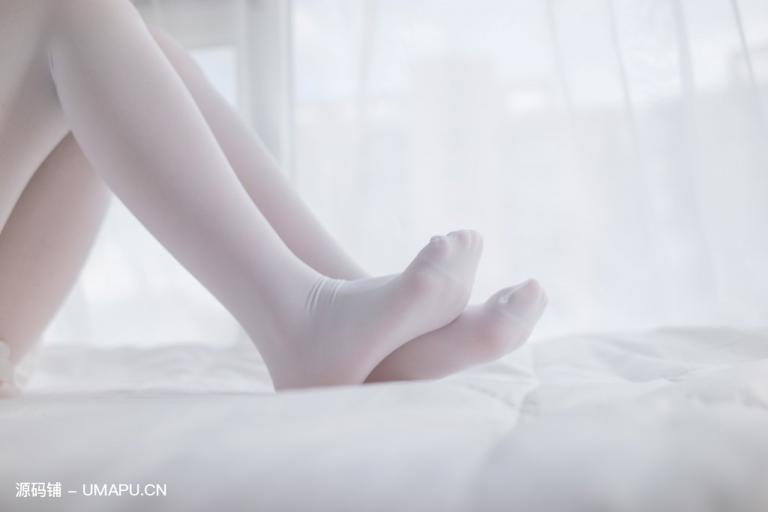 白丝萝莉双马尾,沙发阳台,美足诱惑[48P]