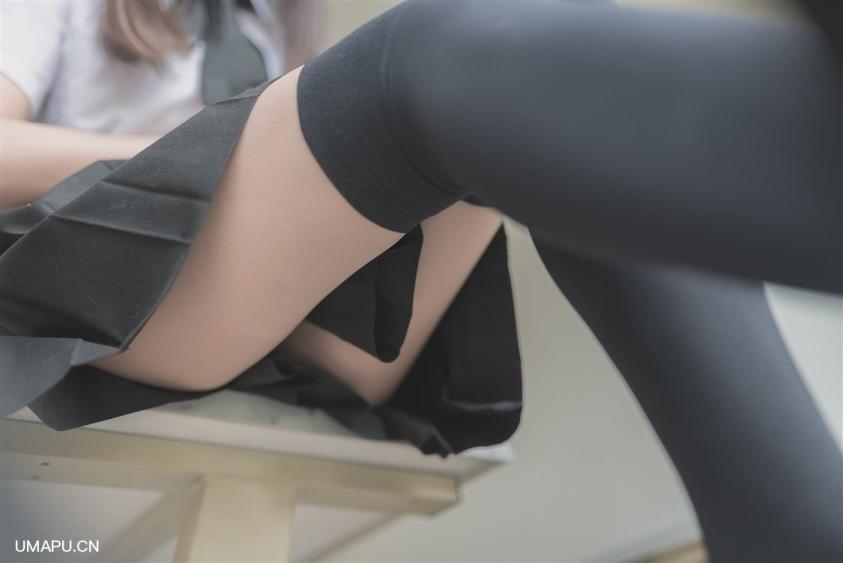 【美图资源】不能踩在桌子上[38P]